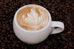 Cappuccino con rosetta imagenes de archivo
