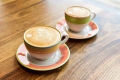 cappuccino cups tv? arkivbild