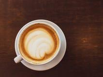 Cappuccino dans un restaurant, à une pause-café photos stock