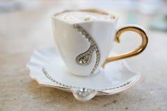 Cappuccino do café com doce chicoteado Imagens de Stock