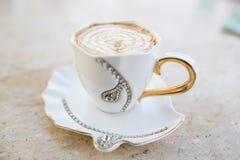 Cappuccino do café com doce chicoteado Fotos de Stock Royalty Free