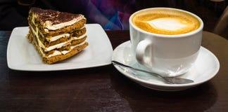 Cappuccino e dolce Fotografia Stock