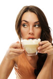 Cappuccino-Kaffeeschauen der schönen Frau trinkendes Stockbilder