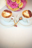 Cappuccino med hjärtor Royaltyfria Foton