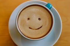 Cappuccino na drewnianym stołowym brown kolorze Obrazy Royalty Free