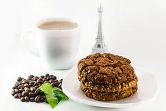 Cappuccino och hemlagade kakor Arkivfoton
