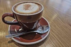 Cappuccino quente com efeito do contraste alto imagem de stock royalty free