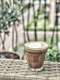 Cappuccino's in een glas stock afbeelding