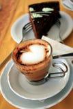 Cappuccino's en Cake Royalty-vrije Stock Afbeeldingen