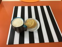 Cappuccino's en koekje Royalty-vrije Stock Fotografie