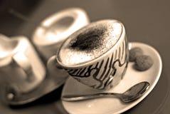 Cappuccino's (horizontaal sepia,) Stock Fotografie
