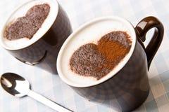 Cappuccino's met een chocoladehart Stock Foto