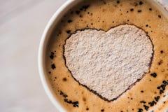 Cappuccino smakowita filiżanka Obrazy Royalty Free