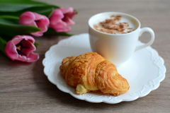 Cappuccino and yummy croissant Royalty Free Stock Photography