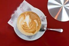 cappuccinocoffekopp arkivbild