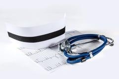 Cappuccio blu dell'infermiere e dello stetoscopio Fotografie Stock Libere da Diritti