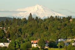Cappuccio del supporto e città dell'Oregon immagini stock libere da diritti
