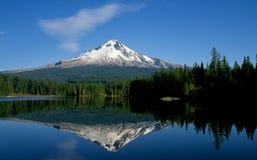 Cappuccio del supporto e lago Trillium fotografie stock