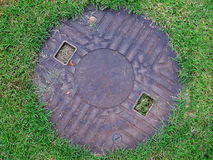 Cappuccio del tubo sul campo di erba Fotografia Stock Libera da Diritti