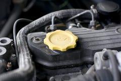 Cappuccio dell'olio per motori Immagine Stock