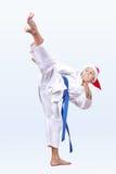 In cappuccio di Santa Claus lo sportivo batte un'alta scossa Fotografie Stock Libere da Diritti
