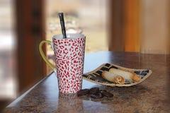 Cappuccio di tè con le cialde Immagini Stock