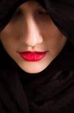 Cappuccio nero della ragazza Fotografia Stock