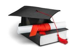 Cappuccio nero di graduazione con il grado isolato su bianco Fotografie Stock