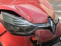 Cappuccio schiantato dell'automobile di Renault immagine stock libera da diritti