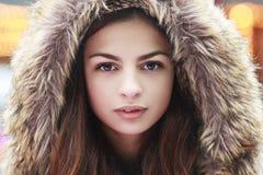 Cappuccio teenager della pelliccia della ragazza Fotografia Stock Libera da Diritti