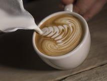 Cappucino dans la tasse de coffe Photographie stock