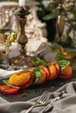 Caprese蕃茄和烤乳酪 库存图片