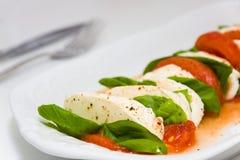 caprese σαλάτα πιάτων Στοκ Εικόνες