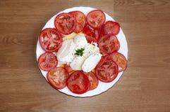 Caprese: σαλάτα μοτσαρελών και ντοματών Στοκ φωτογραφίες με δικαίωμα ελεύθερης χρήσης