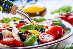 Caprese caprese σαλάτα ιταλική σαλάτα Μεσογειακή σαλάτα carpaccio κουζίνας άριστη πολυτέλεια τρόπου ζωής τροφίμων ιταλική Μεσογει Στοκ φωτογραφία με δικαίωμα ελεύθερης χρήσης