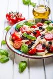Caprese caprese σαλάτα ιταλική σαλάτα Μεσογειακή σαλάτα carpaccio κουζίνας άριστη πολυτέλεια τρόπου ζωής τροφίμων ιταλική Μεσογει Στοκ εικόνες με δικαίωμα ελεύθερης χρήσης