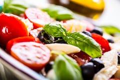 Caprese Caprese Salat Italienischer Salat Griechischer Salat lokalisiert auf einem weißen Hintergrund Italienische Küche Frische  Stockbilder