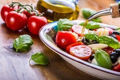 Caprese De salade van Caprese Italiaanse salade Mediterrane Salade Italiaanse keuken Mediterrane keuken Royalty-vrije Stock Afbeelding