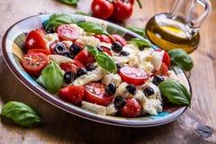 Caprese De salade van Caprese Italiaanse salade Mediterrane Salade Italiaanse keuken Mediterrane keuken Royalty-vrije Stock Afbeeldingen