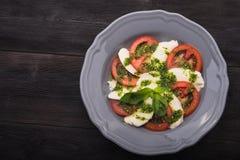 Caprese sałatka z pomidorem i mozzarellą Zdjęcia Stock