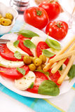 Caprese Salat mit grissini Stockbild