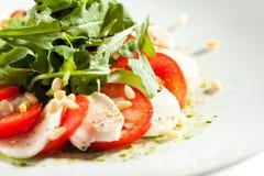 Caprese-Salat mit Rocket Salad Lizenzfreie Stockfotos