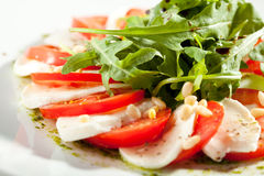 Caprese-Salat mit Rocket Salad Stockfotos