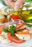 Caprese Salat mit Schmieröl Stockbilder