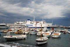 Capri小岛的,意大利繁忙的海滨广场 库存照片