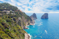 Capri海岛和多云天空视图  库存图片