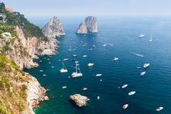 capri海岛意大利 钓鱼地中海净海运金枪鱼的偏差 沿海equense横向阶索伦托vico 免版税图库摄影