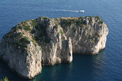 capri faraglioni海岛小的意大利 免版税库存图片