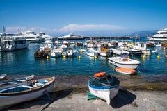 Capri-Fischer ` s Boote Lizenzfreie Stockfotos