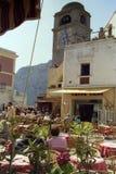 CAPRI, ITALIË, 1984 - de roze kleur overheerst onder de lijsten van de bars van beroemde Piazzetta Di Capri royalty-vrije stock afbeelding